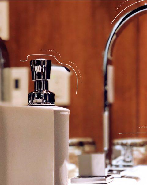 Armaturen eines Waschbeckens. | eggheads.net